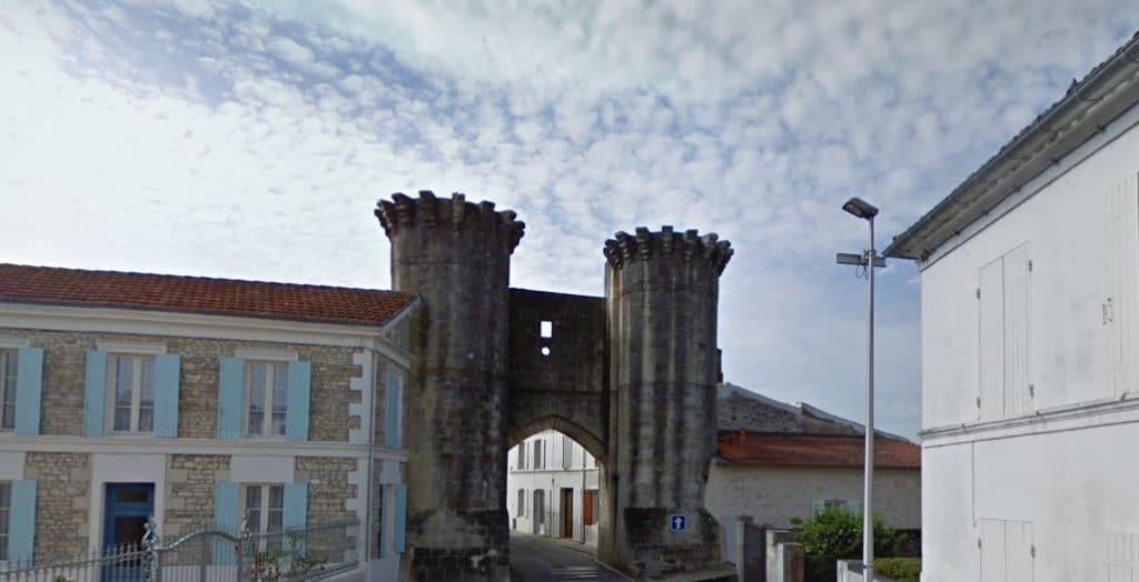 Porte Saint-Pierre de Tonnay-Boutonne