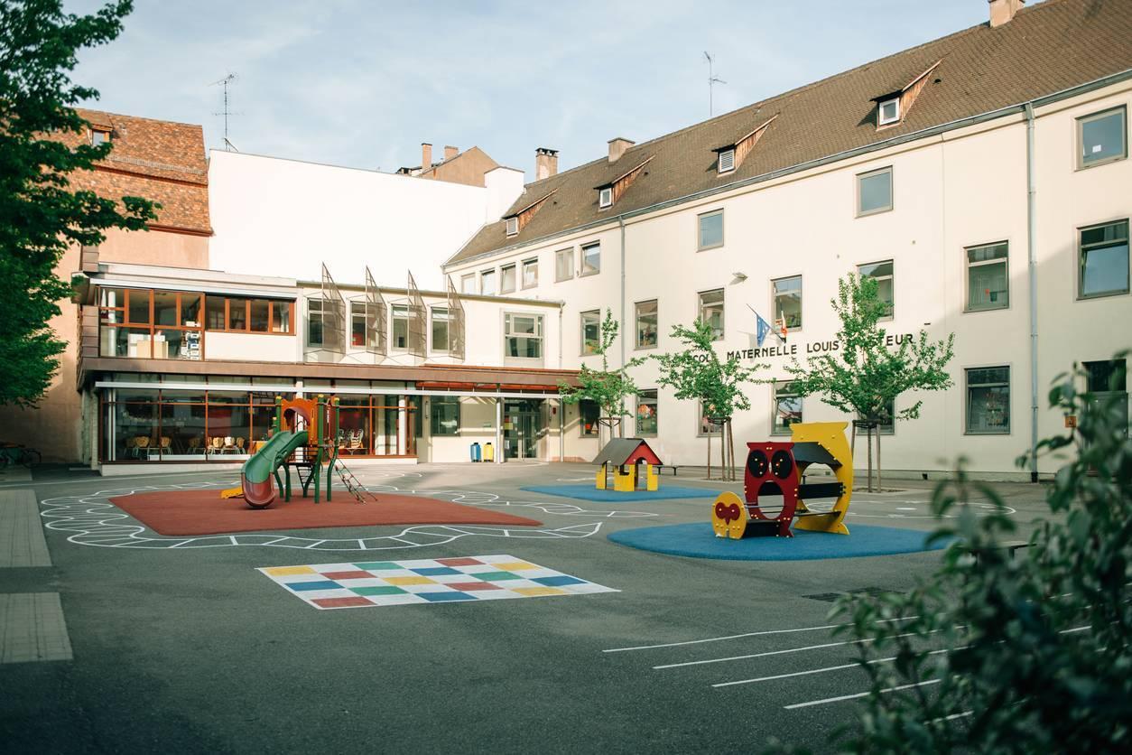 mobilier scolaire cour de récréation