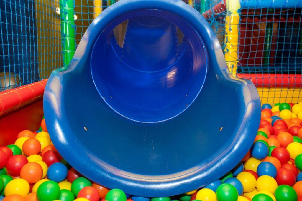 aire de jeux intérieure piscine à balles enfants